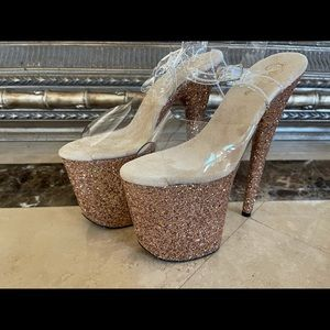 New 8 inch Gold Glitter Pleasers Size 8